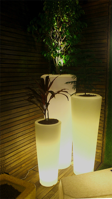 illuminated planters outdoor