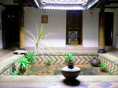 South indian house designs south indian home interior for Traditional house designs in tamilnadu