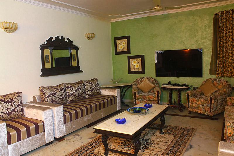 Johars Love Their Chic Duplex Apartment Interior Design Decor Bedroom Terrific Delightful Texture Paint Idea