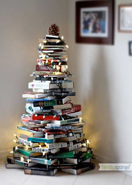 Arrangement of books in the form of a Christmas tree