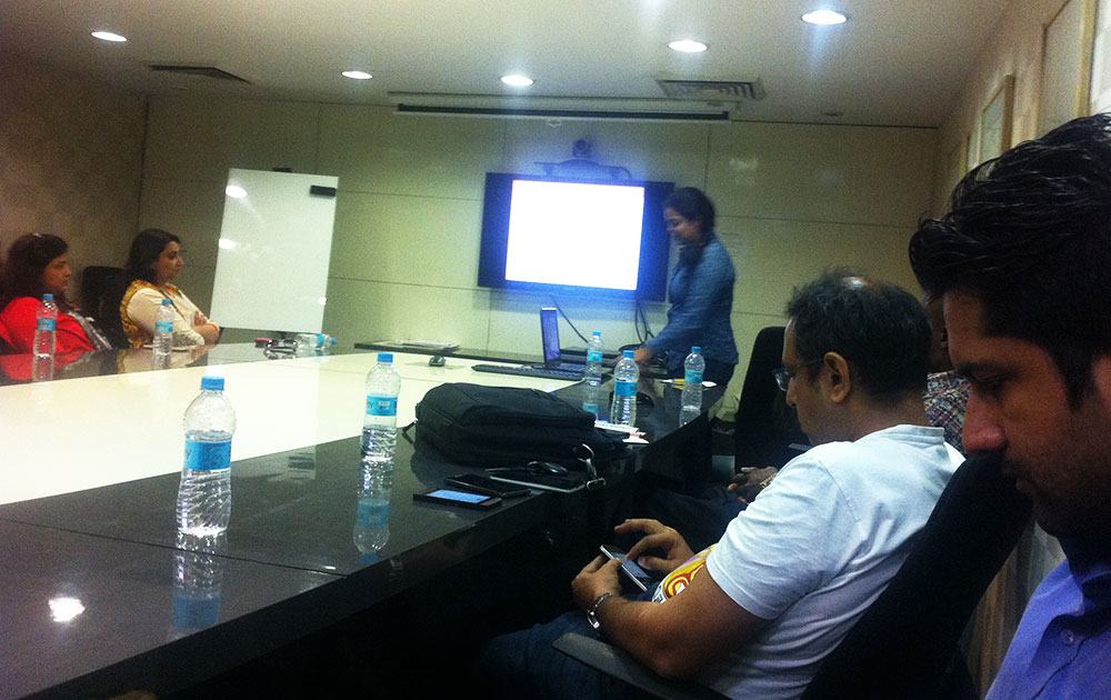 ZingyHomes' Nivedita giving presentation at ZingyDesign Meetup