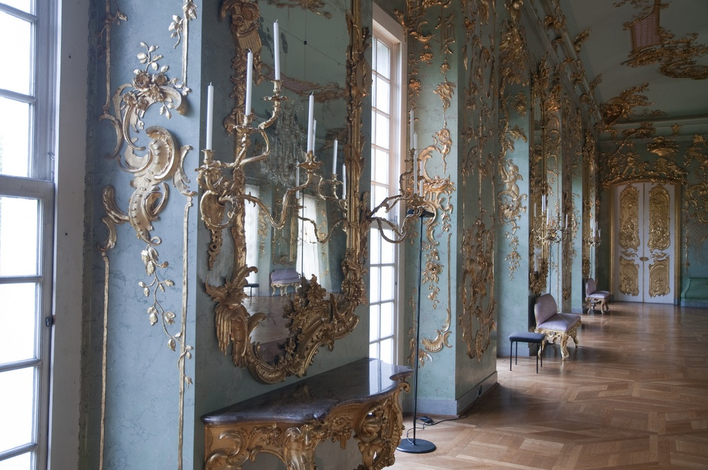 Rococo interior design ideas styles history interiors for Difference between baroque and rococo