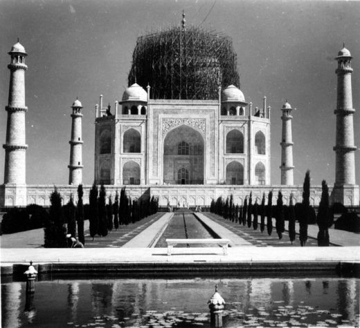 The dome of Taj Mahal buried in scaffold for protection during the Second World War