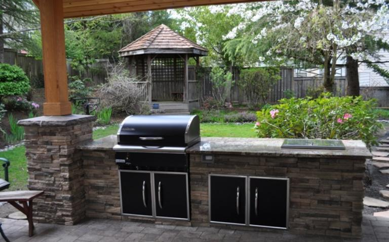 Outdoor kitchen/barbecue