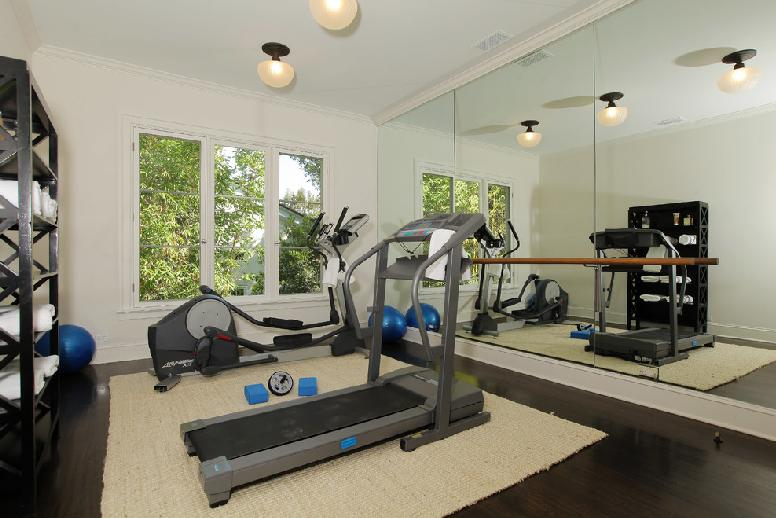 home gym design ideas gym interior designs for homes tips photos. Black Bedroom Furniture Sets. Home Design Ideas