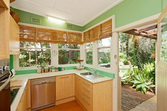 African kitchen design decor ideas african style kitchen for Green and brown kitchen ideas