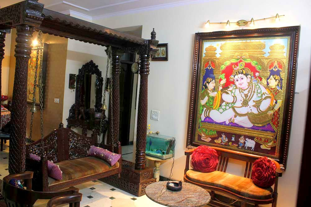 Madhu dhawan 39 s home a tasteful mix and match interior for Living room jhula