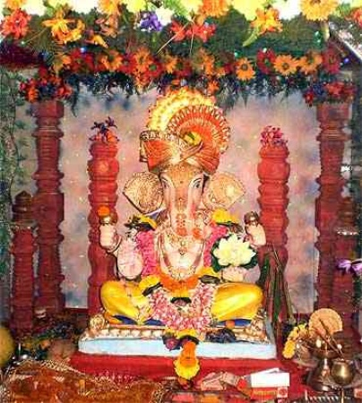Ganesh chaturthi decoration ideas tips photos pictures for Ganpati decorations for home photos