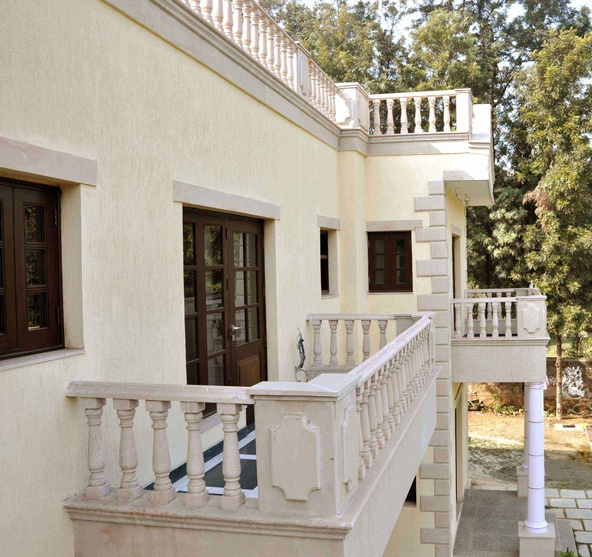 Kumar farm house south delhi by horizon design studio for Window design for house in india