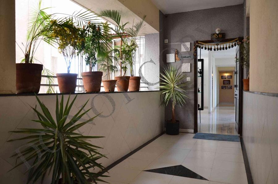 Design Foyer Hyderabad : Bhk flat by sarita mehta interior designer in india