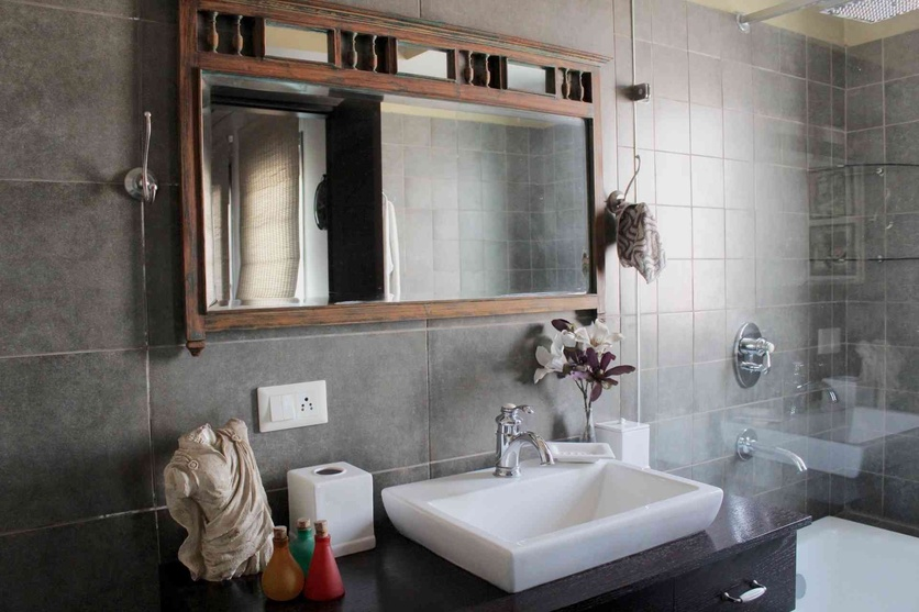 Bathroom renovation master bath by ananda design studio for Bathroom interior designers in delhi