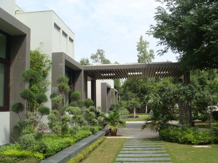 Savneet anand residence by pinky pandit architect in for Landscape architects in india